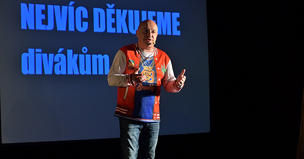 Zdeněk Izer na plný coole! Foto: Petr Sankot